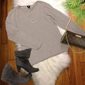 {H&M} Beige Sweater Size Small